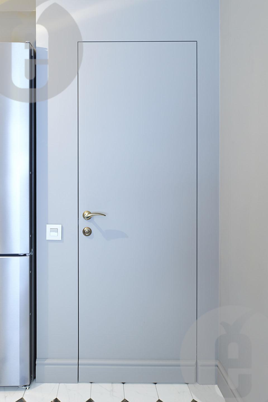 Контраст шпонированых невидимых дверей