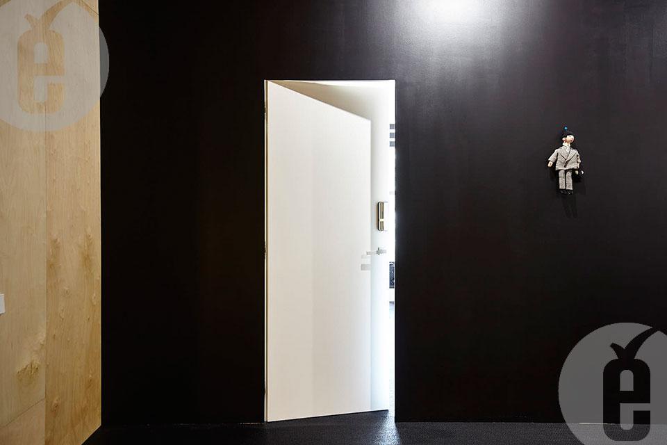 Шпонированные скрытые двери в офис SuperJob