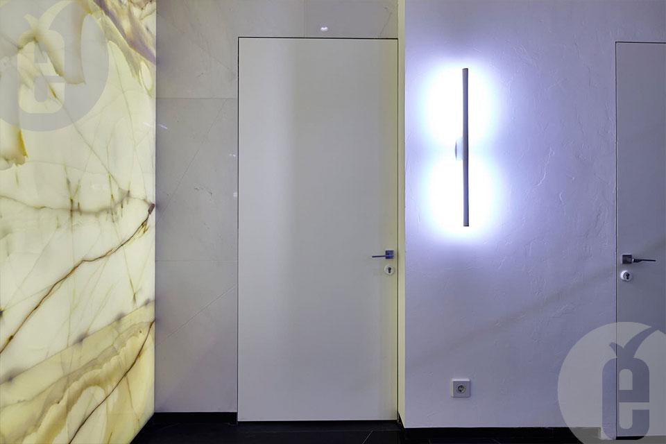 Скрытые двери в футуристическом интерьере