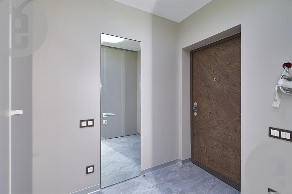 Зеркальные двери со скрытым наличником