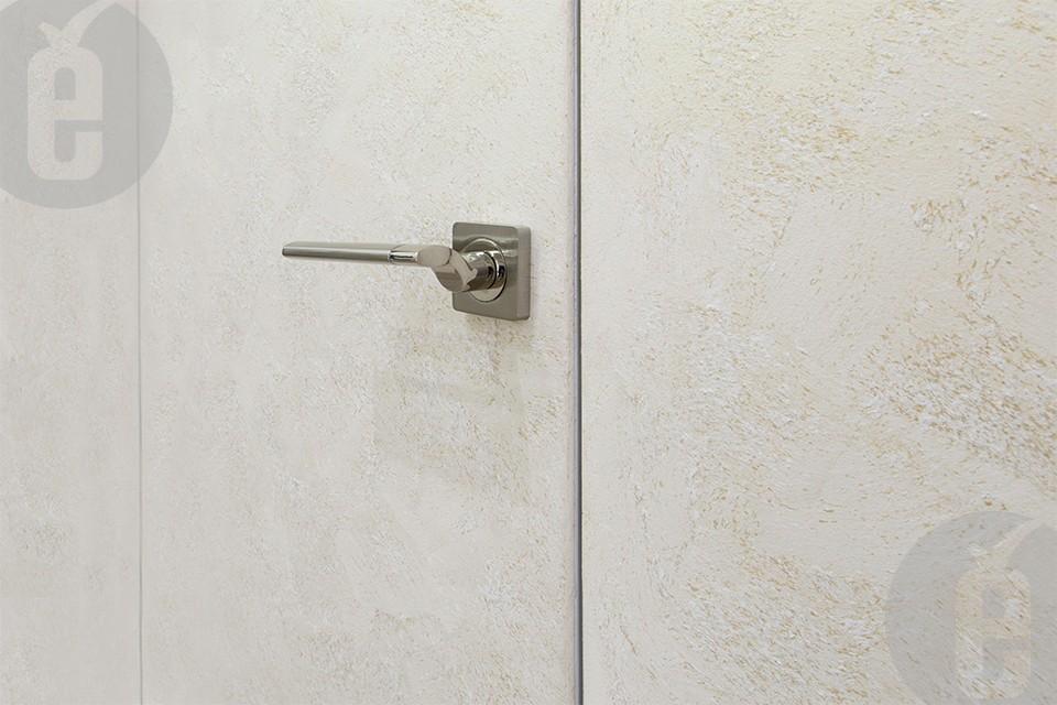 Как скрыть двери обоями