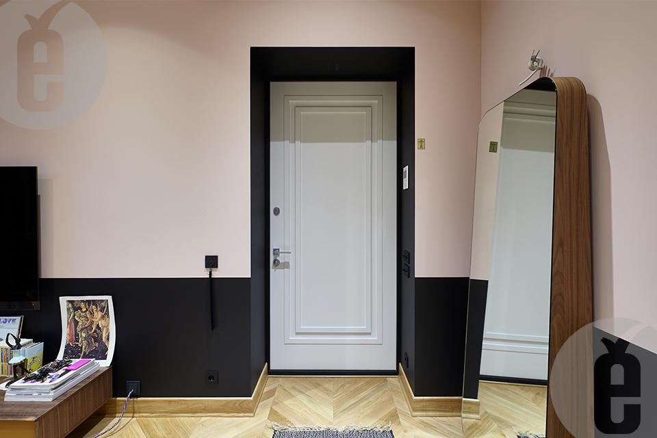 Черные скрытые двери в ванную комнату