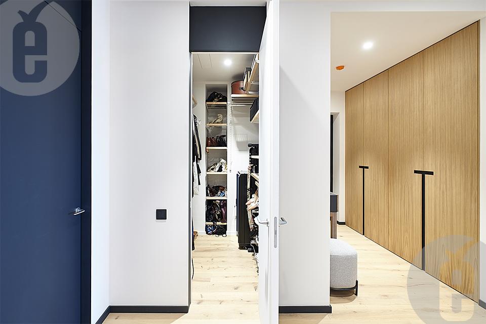 Стильные двери инвизибл для интерьера в эко-стиле