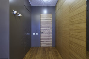 Скрытые шпонированные двери в гардеробную шикарного коттеджа (ЖК «Никольский парк»)
