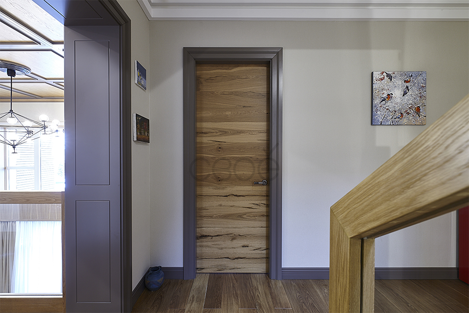 Двери в шпоне с наличниками