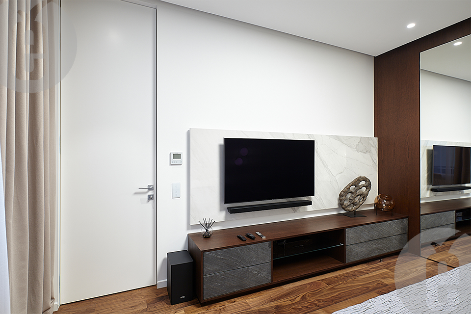 Оригинальные двери керамогранит для современной московской квартиры