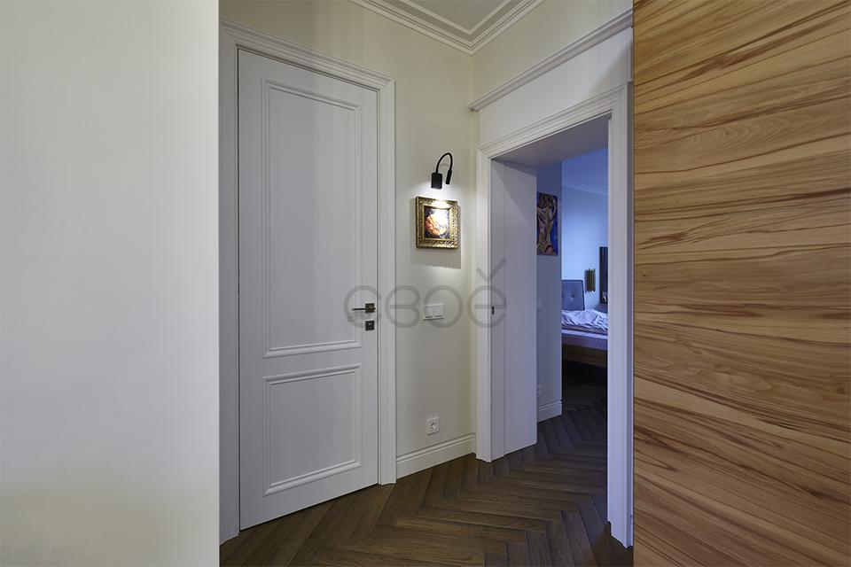 Двери с капителью