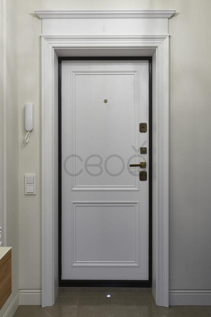 Входная дверь с накладкой
