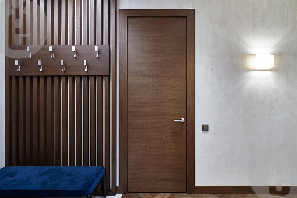 Скрытые двери с отделкой в тонированном шпоне дуба