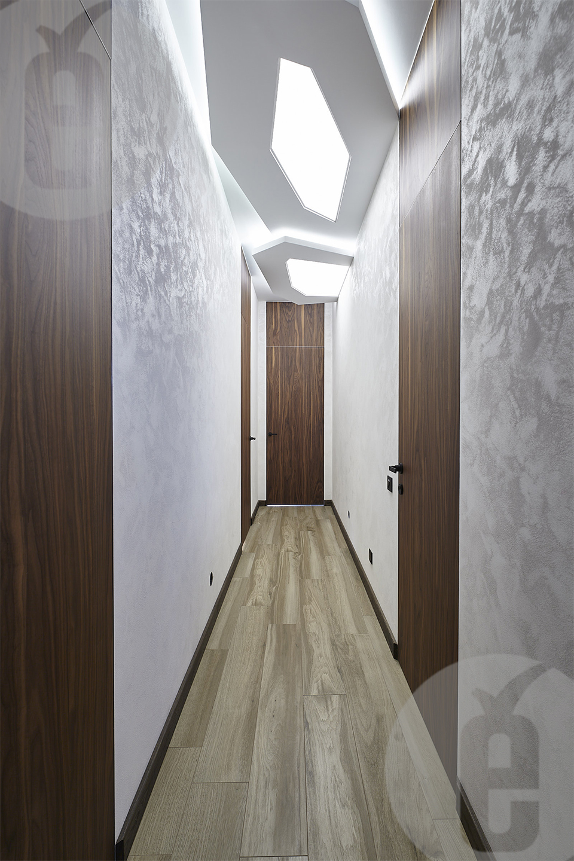 Межкомнатные двери с фрамугой в шпоне американского ореха