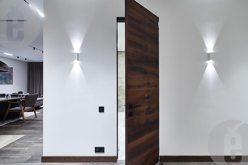 Стильные скрытые двери в эксклюзивном австрийском шпоне