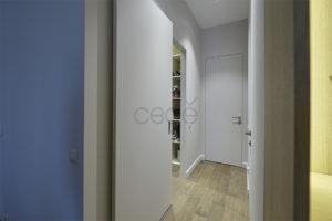 Скрытые раздвижные и распашные двери  для современной квартиры